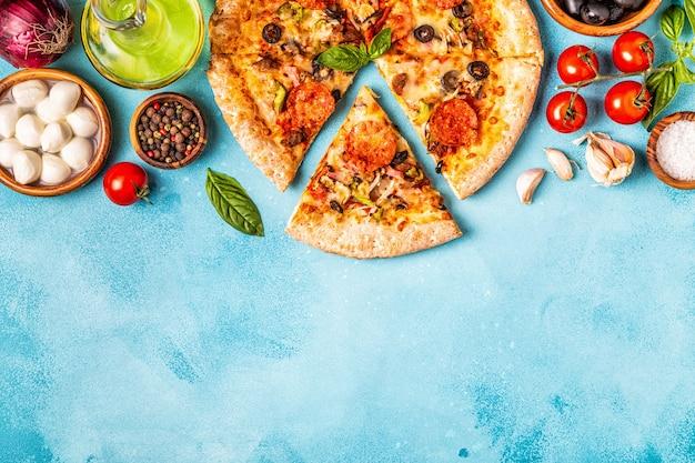 食材を使った肉のピザ