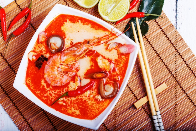 エビと椎茸のタイトムヤムスープ