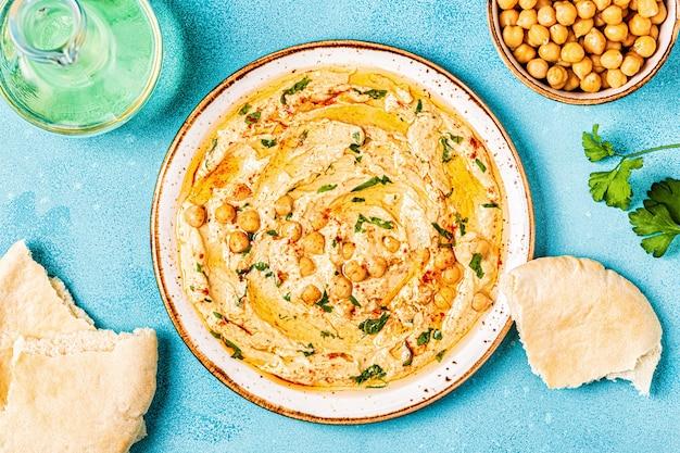 フムス、ひよこ豆のディップ、スパイス。