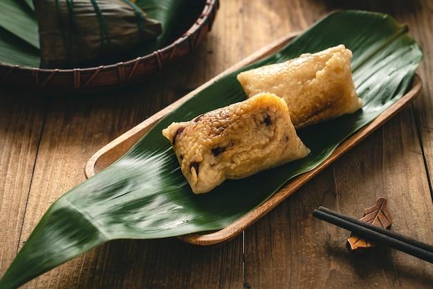 伝統的な中国のドラゴンボートフェスティバルもち米餃子