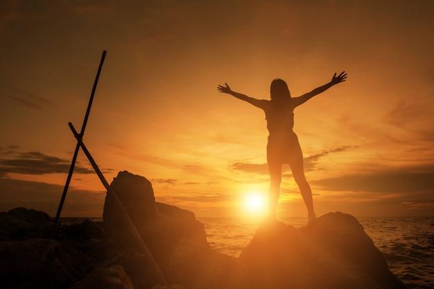 人間の手は、手のひらの上で礼拝を開きます。