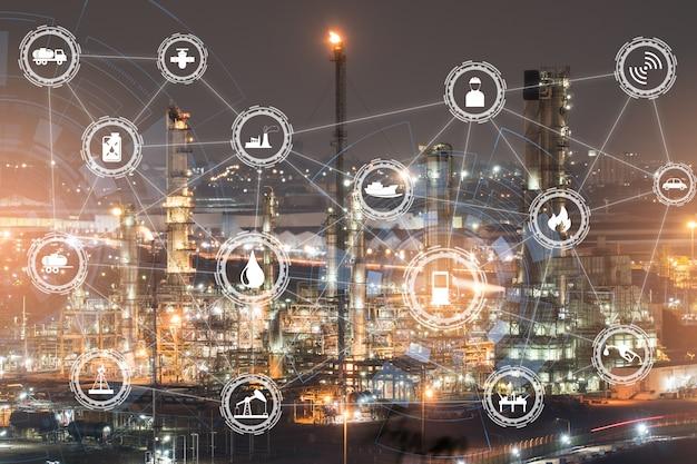 航空写真または上面図の夜灯油ターミナルは、石油および石油化学製品の貯蔵のための産業施設です