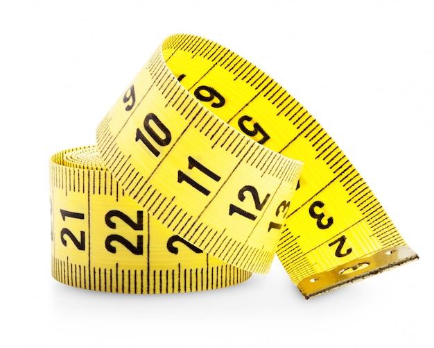 白で隔離される黄色の測定テープ