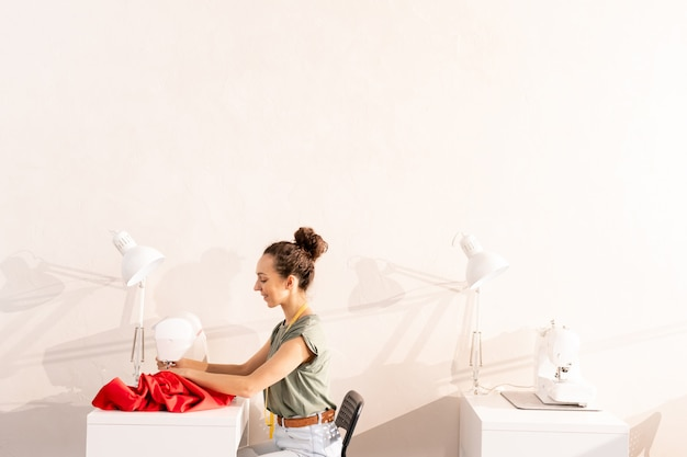 ワークショップで縫製