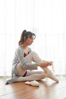 スタジオのバレエダンサー