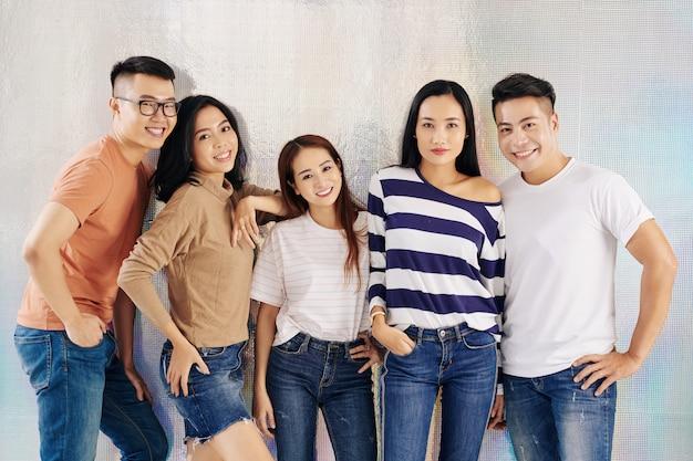 若いベトナム人モデルの笑顔