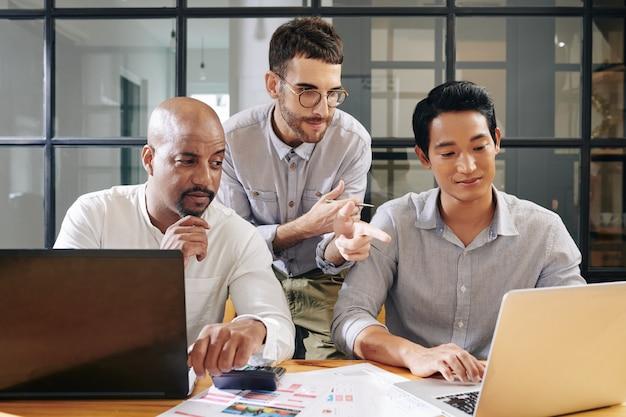 Деловые люди в восторге от идеи коллег