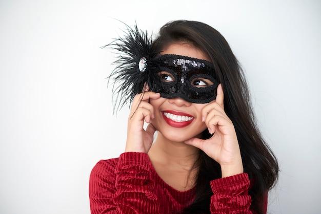 マスクの美しい女性