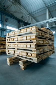 サンドイッチパネル製造の木製パレット