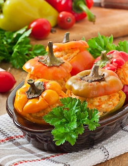 Фаршированный перец фарш из курицы с морковью в томатном соусе