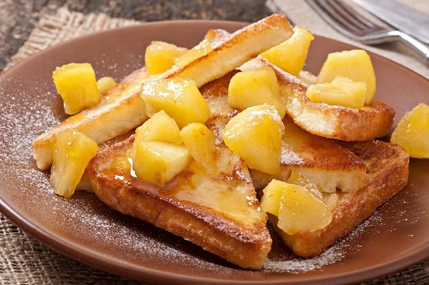 朝食にキャラメルりんごのフレンチトースト