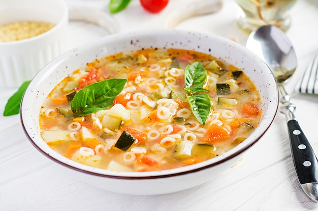 パスタ入りミネストローネ野菜スープ