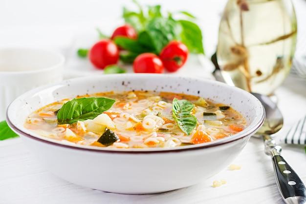 Минестроне овощной суп с макаронами