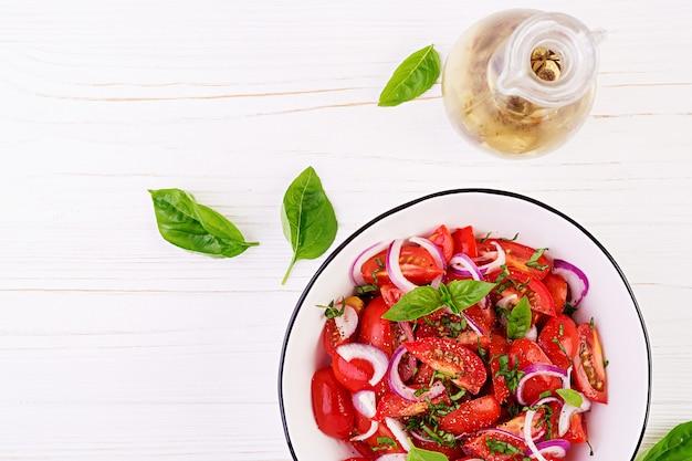 バジルと赤玉ねぎのトマトサラダ