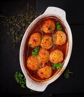 鶏ムネ肉のトマトソース焼きミートボール。