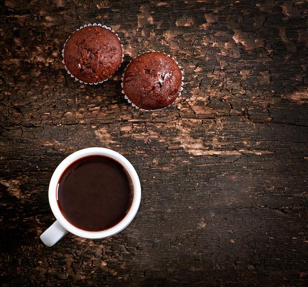チョコレートマフィンとコーヒー