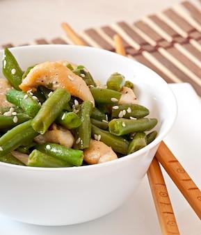 中国風の鶏肉と緑豆のサラダ