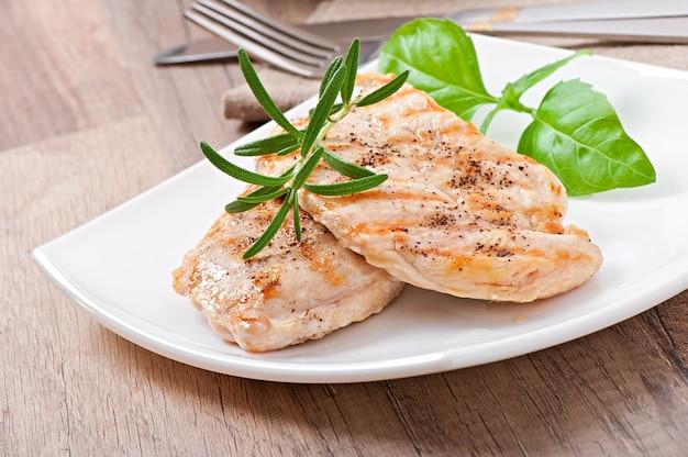 鶏の胸肉と野菜のグリル