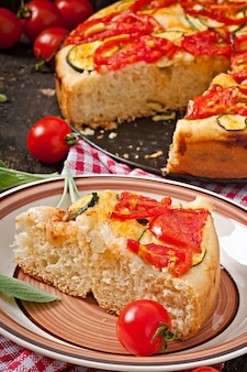 トマトとニンニクのフォカッチャ