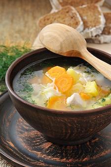 野菜入りチキンスープ