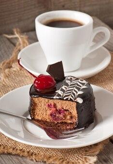 チェリーと甘いデザートフルーツケーキ