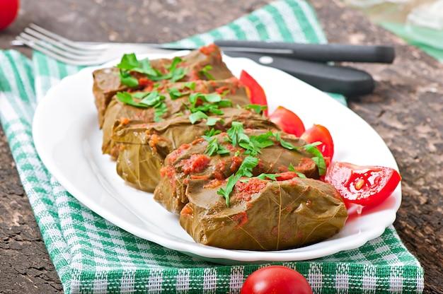 ドルマ、ぶどうの葉の詰め物、トルコ料理とギリシャ料理