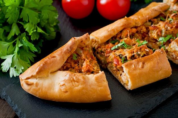 牛肉と野菜のトルコの伝統的な食べ物