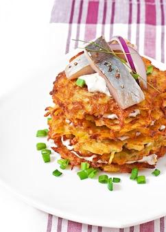 Картофельные оладьи с сельдью