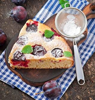 プラムのおいしい自家製ケーキ