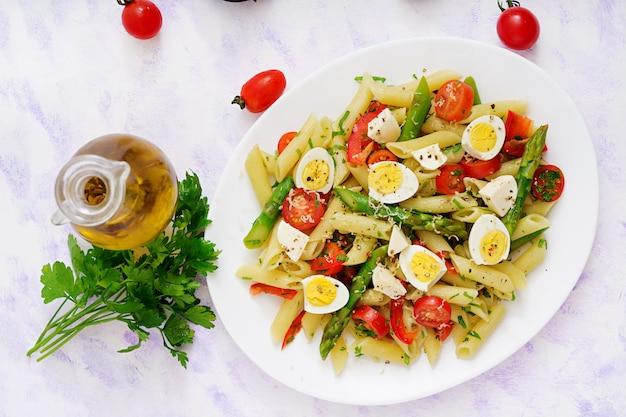 Салат - паста пенне со спаржей, помидорами, перепелиными яйцами, моцареллой