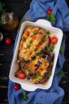 ナスとチーズとトマトのオーブン焼き。平干し。上面図