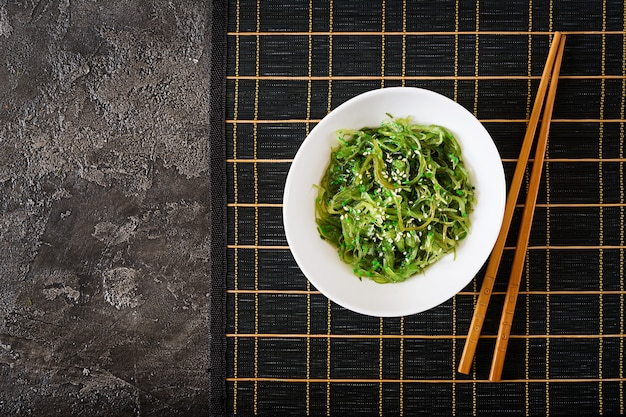 Традиционная японская еда. вид сверху. плоская планировка