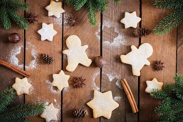 クリスマスクッキーと見掛け倒しの木製テーブル