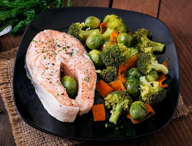 野菜とスチームサーモンステーキで調理。