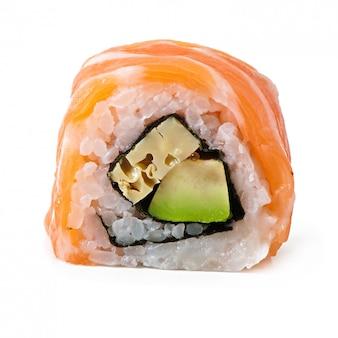 Маки суши, изолированные на белом