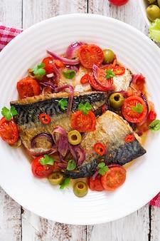 Скумбрия на гриле с овощами в средиземноморском стиле