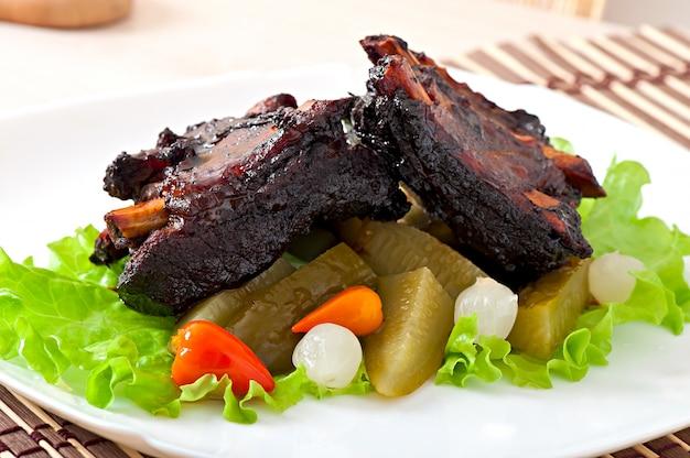 漬け野菜と蜂蜜大豆マリネで焼いた牛カルビ