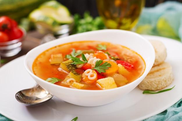 Минестроне - «большой суп», суп из множества ингредиентов - блюдо итальянской кухни, легкий сезонный овощной суп с макаронами.