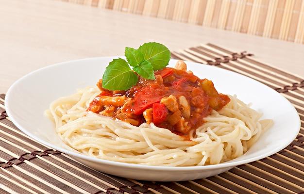 トマトソースと肉のスパゲッティボロネーゼパスタ