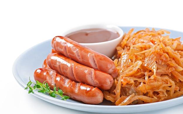 Колбаски и жареная капуста