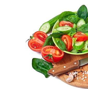 Свежие овощи на белом