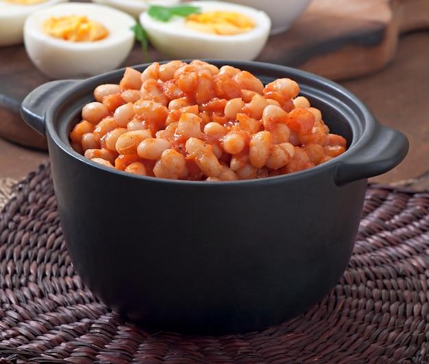 Запеченная фасоль с томатным соусом