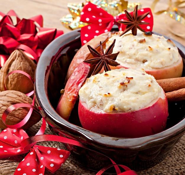 ハニークリームチーズ、レーズン、ナッツ入り焼きりんご