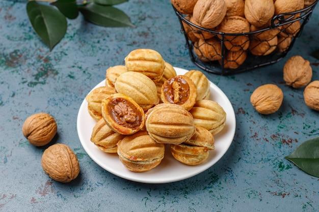 練乳とクルミの自家製ロシアクッキー。