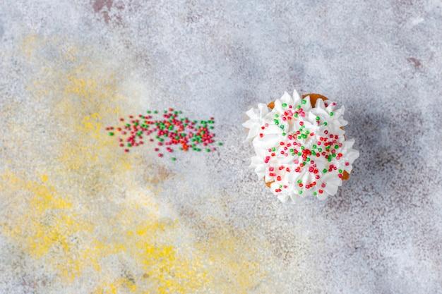 Вкусные домашние кексы с различными брызгами