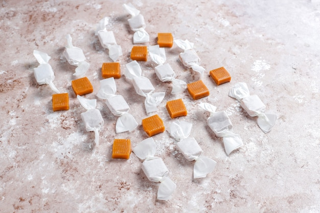 健康的なおいしい自家製キャラメルキャンディー、トップビュー
