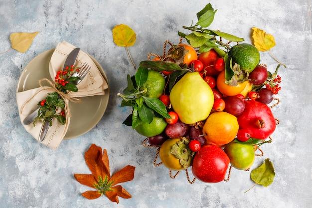 秋の果物。秋の感謝祭の季節のフルーツ、トップビュー