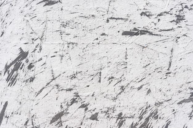 グランジと傷と白いコンクリートの壁からの抽象的な背景。