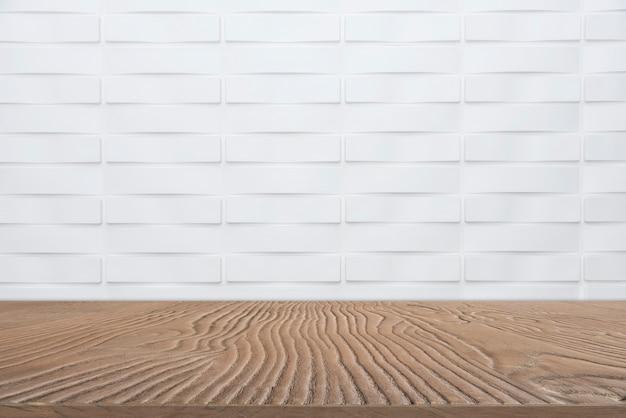 白い大理石の壁の背景を持つショー製品の空の木製卓上からの抽象的な背景。