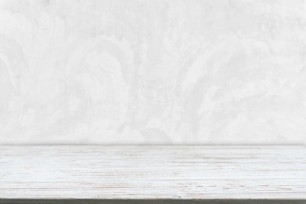 白いコンクリートテクスチャ背景を持つ古い白い木の板から抽象的な背景。